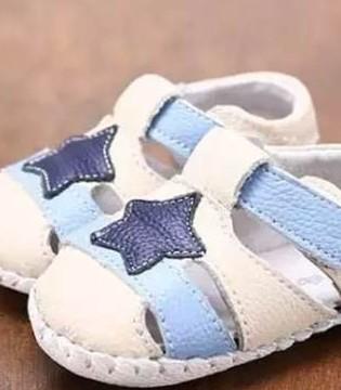 宝宝学步鞋应选软底硬帮鞋  尺寸太小很重要