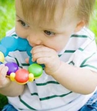 宝宝误吞异物该如何处理  及时送医很重要