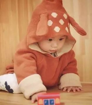 专家教你宝宝何时换春装  保护好头足是关键