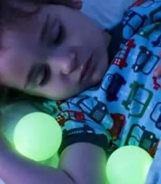 晚上睡觉点个小夜灯  对孩子危害竟然这么大