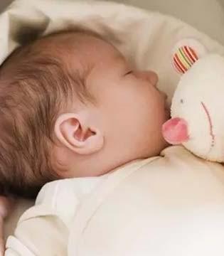 宝宝整觉睡不好  罪魁祸首居然是因为这个原因
