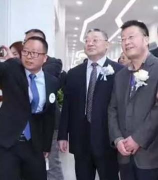 年产30万吨的中垦乳业在渭南隆重举行投产典礼仪式