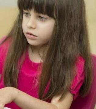 海豚治疗自闭症女孩 五种治疗自闭症的方法