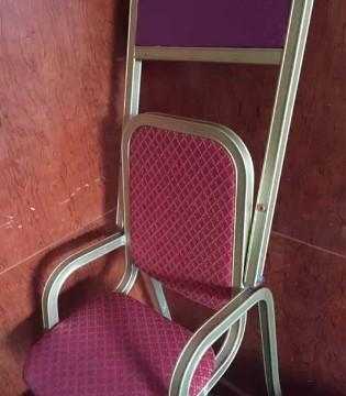 3岁男孩手指瞬间血肉模糊  儿童餐椅背后有何隐患