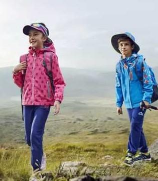 轻装上阵踏青去  特步儿童功能风衣带你去探险