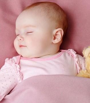 宝宝晚上睡觉出汗多怎么办  生理性多汗无需担心