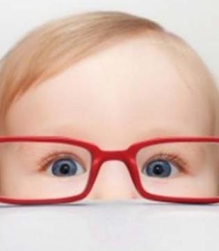"""莫让春光""""辣眼睛""""  家长应懂得宝宝的用眼卫生"""