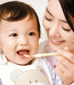不同月龄宝宝辅食喂养有不同  长牙期需要训练咀嚼力