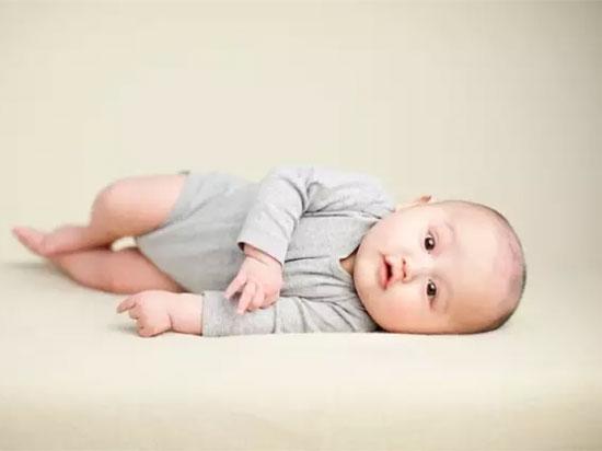 婴幼儿营养大全  缺少这几种宝宝可能半夜哭闹不止