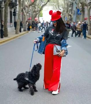 时装周吹起迪士尼风  街头达人演绎最IN穿搭