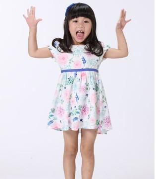 和可趣可奇童装一起为孩子塑造一个纯真可爱的童年