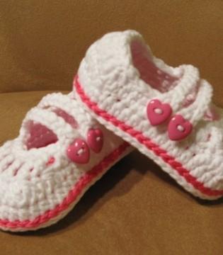 想要呵护宝宝的小脚丫  就要让自家学步娃穿好鞋
