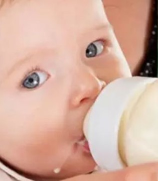 家长给宝宝冲奶粉  这些容易犯的误区千万要注意