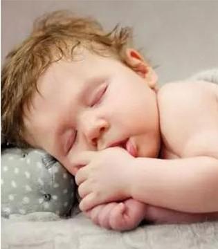小孩睡觉为什么总是出很多汗  生理性现象很正常