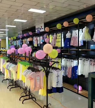 四月渐渐走向那隆重开业的布鲁莎莎童装郑州市陇海路店
