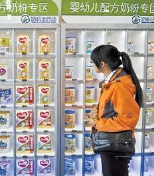 部分品牌奶粉抢时间清仓 市场出现了不少地板甩卖价