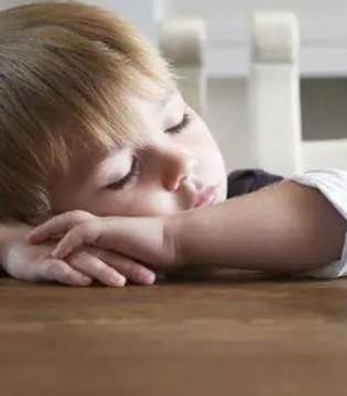 孩子赖床还有起床气  终于有办法解决这些熊孩子了