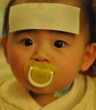 宝宝发烧了这两件事不能做  不能立即吃退烧药