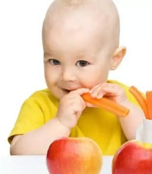 巧用磨牙棒缓解宝宝出牙不适  还能提高咀嚼能力