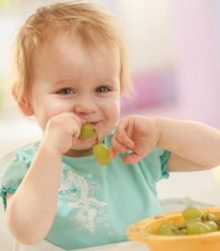 宝宝未满周岁应该如何吃对水果  要注意致敏水果
