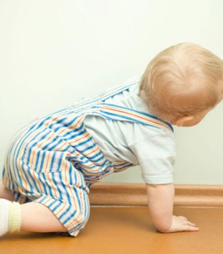 最全宝宝学坐爬站走的要点  宝妈们还不快收藏