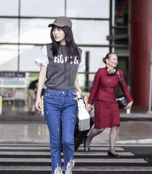 时尚辣妈张嘉倪现身北京机场 整体装扮时髦利落