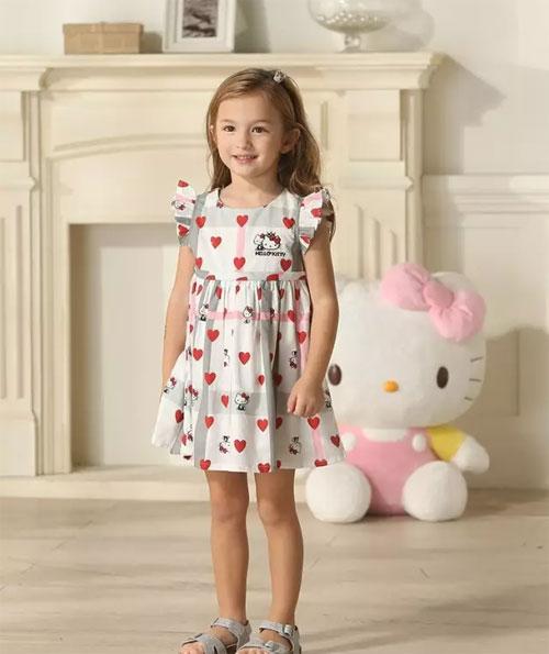 亲亲我的宝贝 夏天来了 我们一起穿着采童庄去玩耍吧
