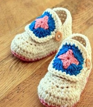宝宝多大穿鞋子好呢 如何给宝宝挑选鞋子
