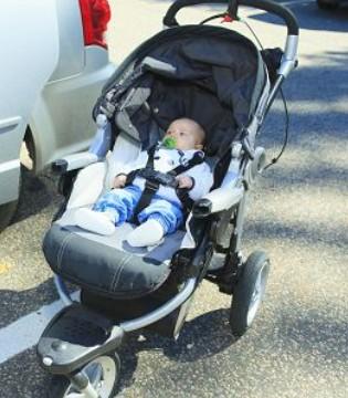 婴儿推车要如何选购 选购有两点需要注意