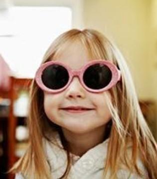 宝宝戴太阳眼镜注意事项多 你都知道吗