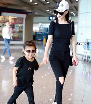 李小璐带着女儿甜馨现身北京首都机场 尽显辣妈潮妞范