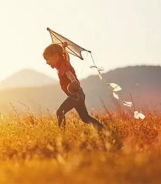 端午节出游放风筝 宝宝衣服应该如何穿搭