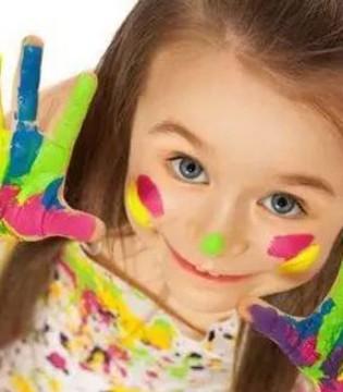 不要否定孩子的表达方式 树爱什么颜色那就什么颜色