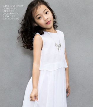 OKSTAR欧卡星品牌童装释放孩子的天性 实力演绎黑与白