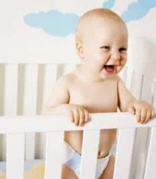 婴儿床是孩子成长的辅助用品 婴儿床对婴儿的成长有用吗