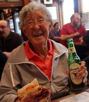 与生命和解 90岁患癌老人用旅行迎接死亡