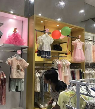 衣童盟品牌童装督导赴江西赣州店陈列完毕 新店盛装来袭