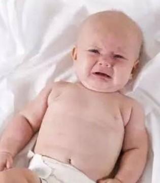 好不容易哄睡着了 娃却一放就醒 国际睡眠顾问推荐的9步法