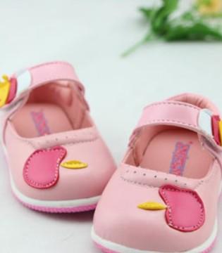 宝宝的学步鞋应该怎样选 宜选宽头鞋