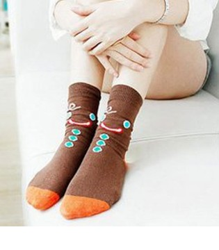 夏天生宝宝要穿袜子吗 夏天坐月子穿什么袜子好