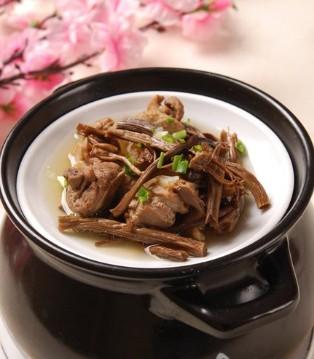 孕妇吃什么好 孕妇食谱茶树菇老鸭汤的做法