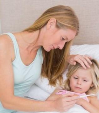 坚持不让高烧的女儿吃药 病毒感染导致高烧