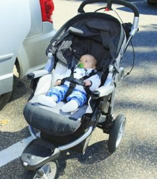 婴儿推车如何选购 选购两点要注意