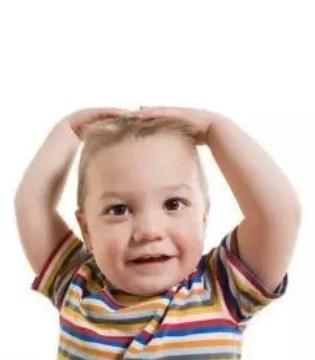 孩子敲头可能是自闭症的早期表现 家长必看