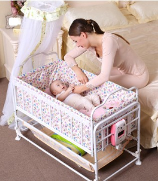 宝宝睡婴儿床有利有弊 如何挑选婴儿床