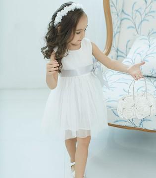 她拥有着非常多的优秀品质 就如韩维妮品牌童装一般