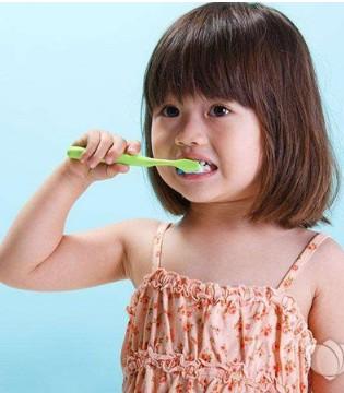 儿童牙刷多久换一次 儿童牙刷怎么选