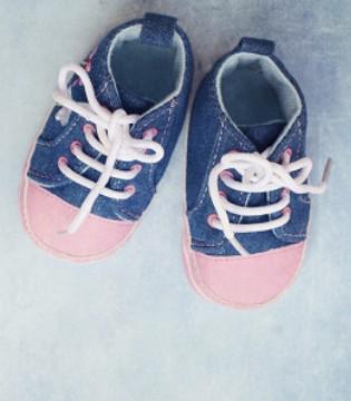 应该如何挑选宝宝鞋呢 好看更要舒适
