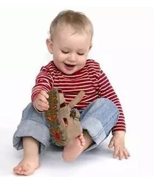 父母们要注意孩子穿顶趾鞋可能诱发甲沟炎
