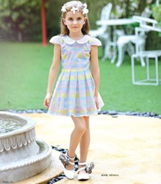多彩的M&Q大眼蛙品牌童装给予孩子一个绚烂的童年